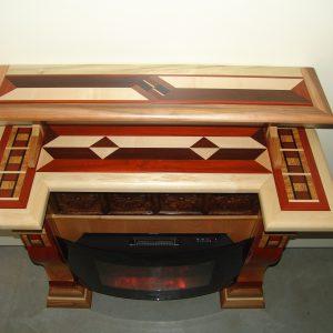 Caminetto in legno lavorato