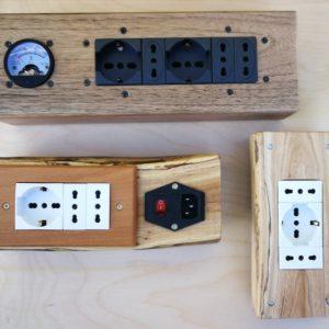 Accessori elettrici incassati su legno massello
